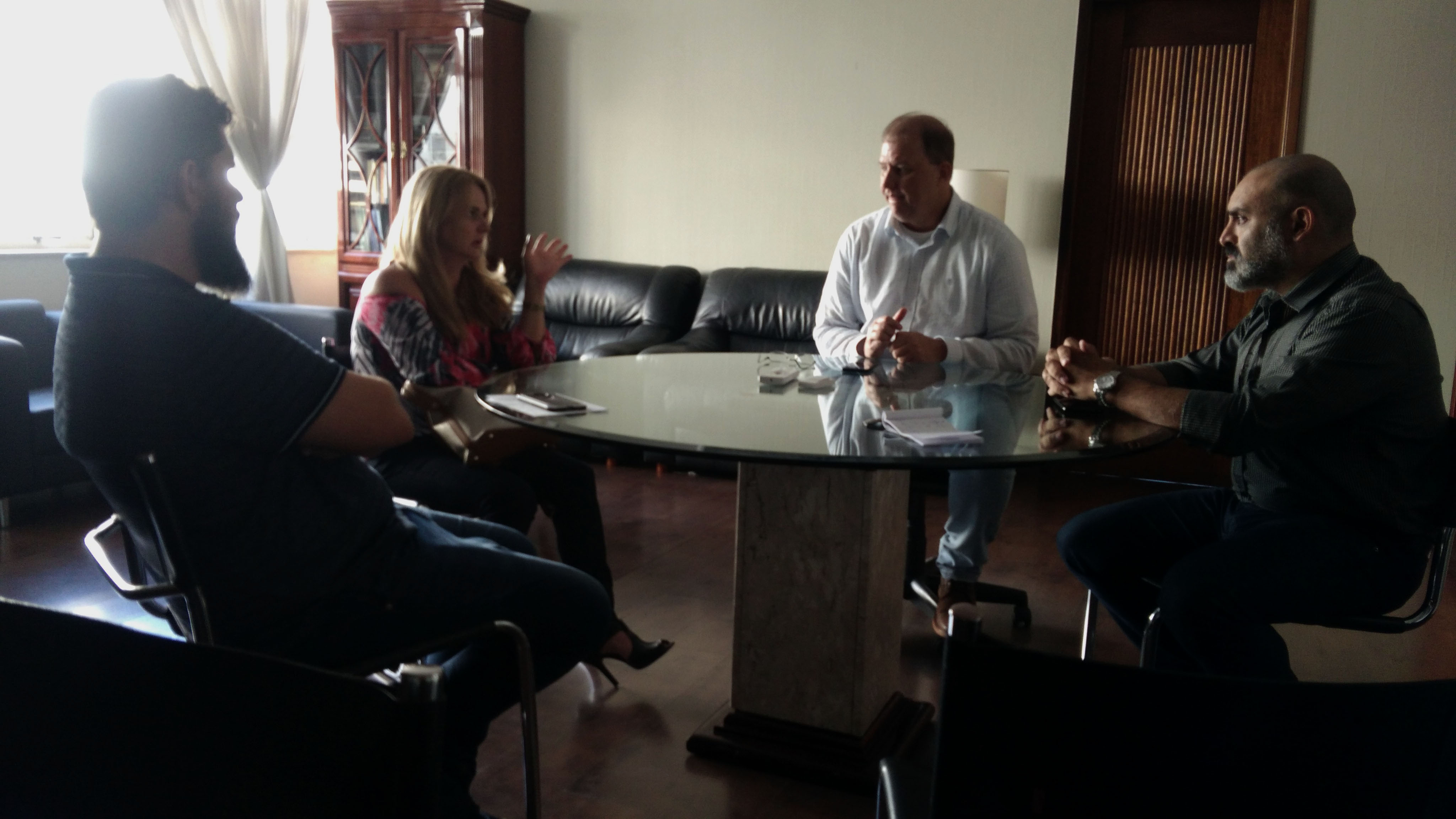 Diretor da faculdade, prefeito e gerente da CPFL tratam sobre iluminação